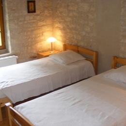 Une chambre - Saint-Amant-de-Boixe - Location de vacances - Saint-Amant-de-Boixe