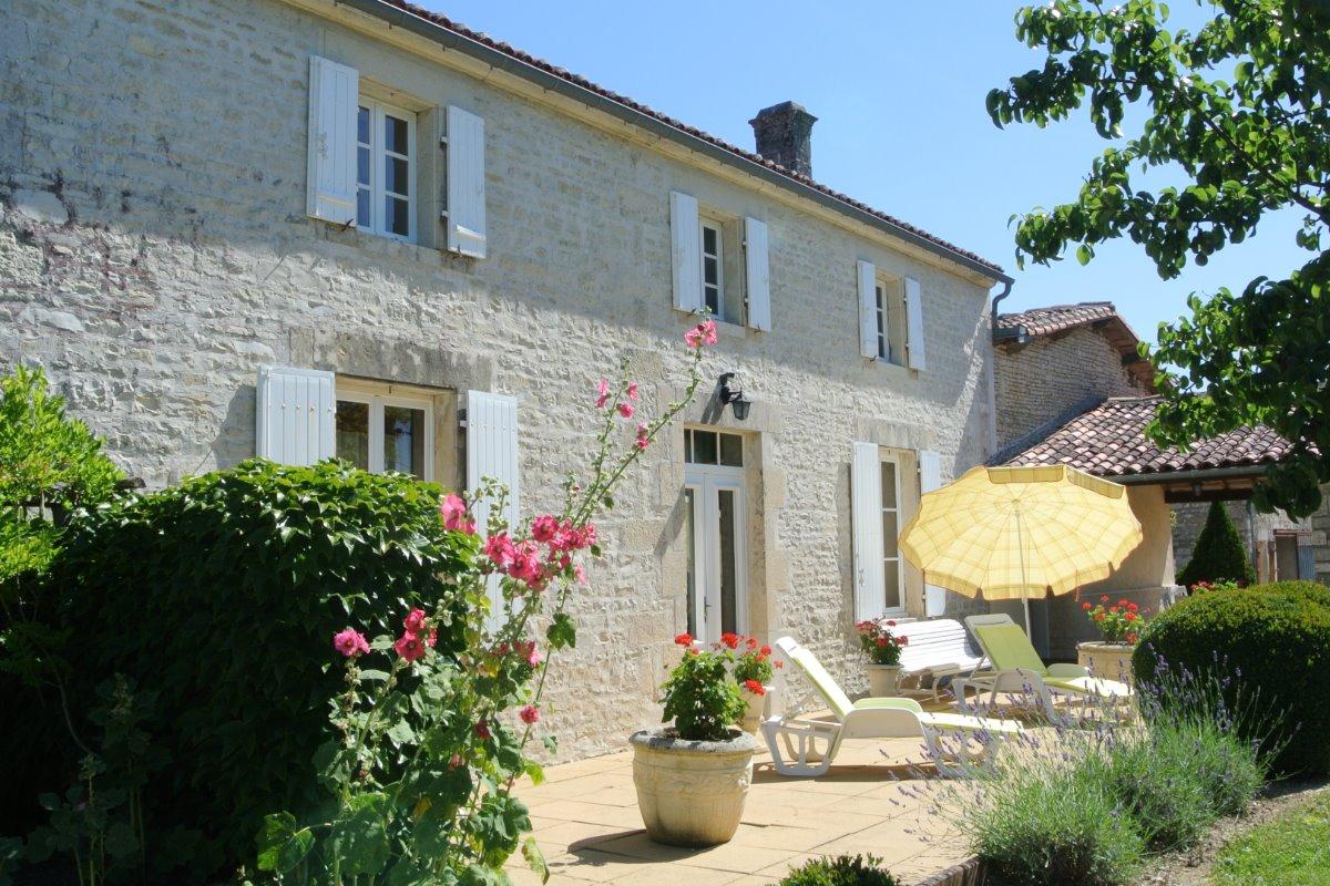 Terrasse Sud, Préau Couvert - Location de vacances - Ligné