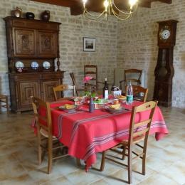 La salle à Manger - Gîtes les Trémières - Ligné - Location de vacances - Ligné