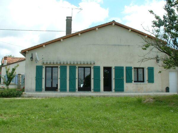 La maison - Beaulieu sur Sonnette - Location de vacances - Beaulieu-sur-Sonnette