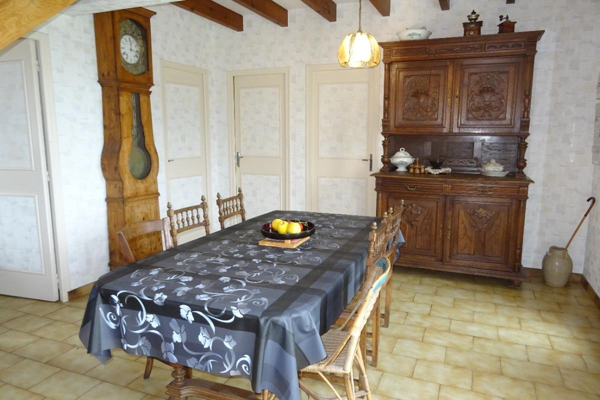 La salle à manger - Beaulieu sur Sonnette - Location de vacances - Beaulieu-sur-Sonnette