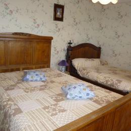 Une autre chambre - Saint-Laurent-de-Belzagot - Location de vacances - Saint-Laurent-de-Belzagot