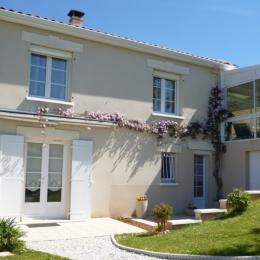 La chambre d'hôtes côté jardin - La pallaine - Puymoyen - Chambre d'hôtes - Puymoyen
