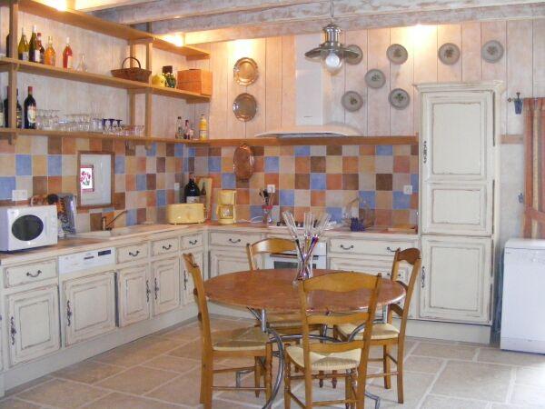La cuisine - Cour de la Bergerie - Lonnes - Location de vacances - Lonnes