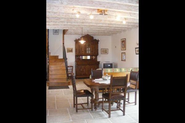 La salle à manger - Cour de la Bergerie - Lonnes - Location de vacances - Lonnes