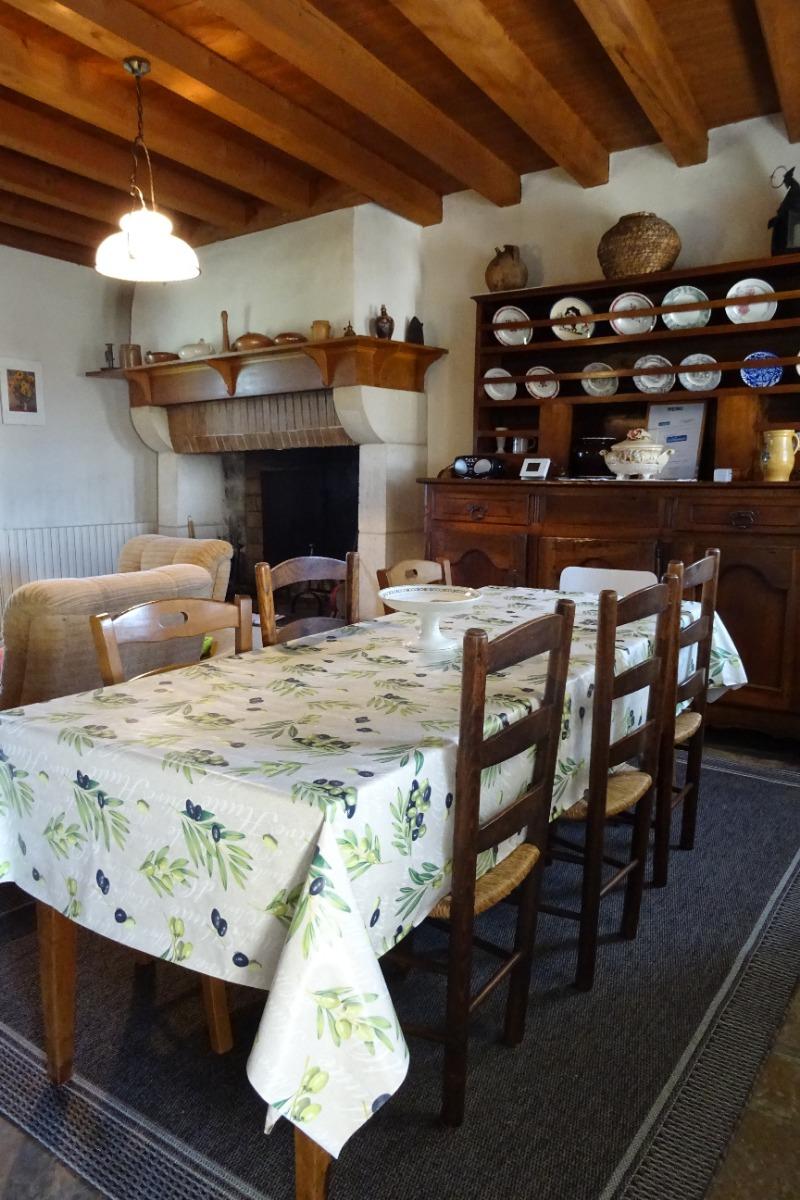 La salle à manger - Villejoubert - Location de vacances - Villejoubert