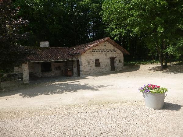 L'extérieur - L'arche de la Broue - Lonnes - Location de vacances - Lonnes