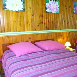 Une chambre - Ambernac - Location de vacances - Ambernac