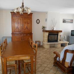 La salle à manger - Alloue - Location de vacances - Alloue