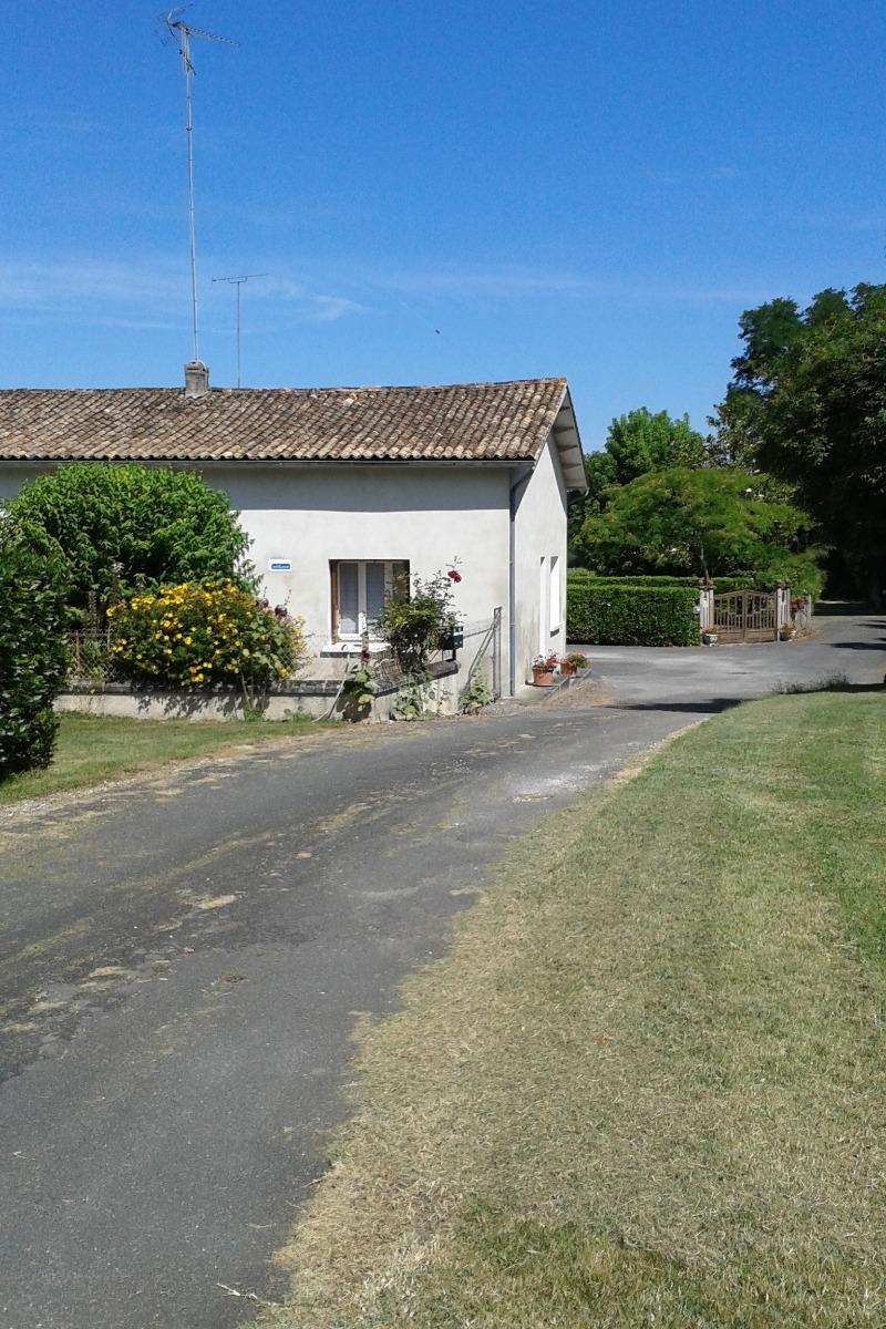 Le chemin d'accès - Le moulin de Minet - Guimps - Location de vacances - Guimps