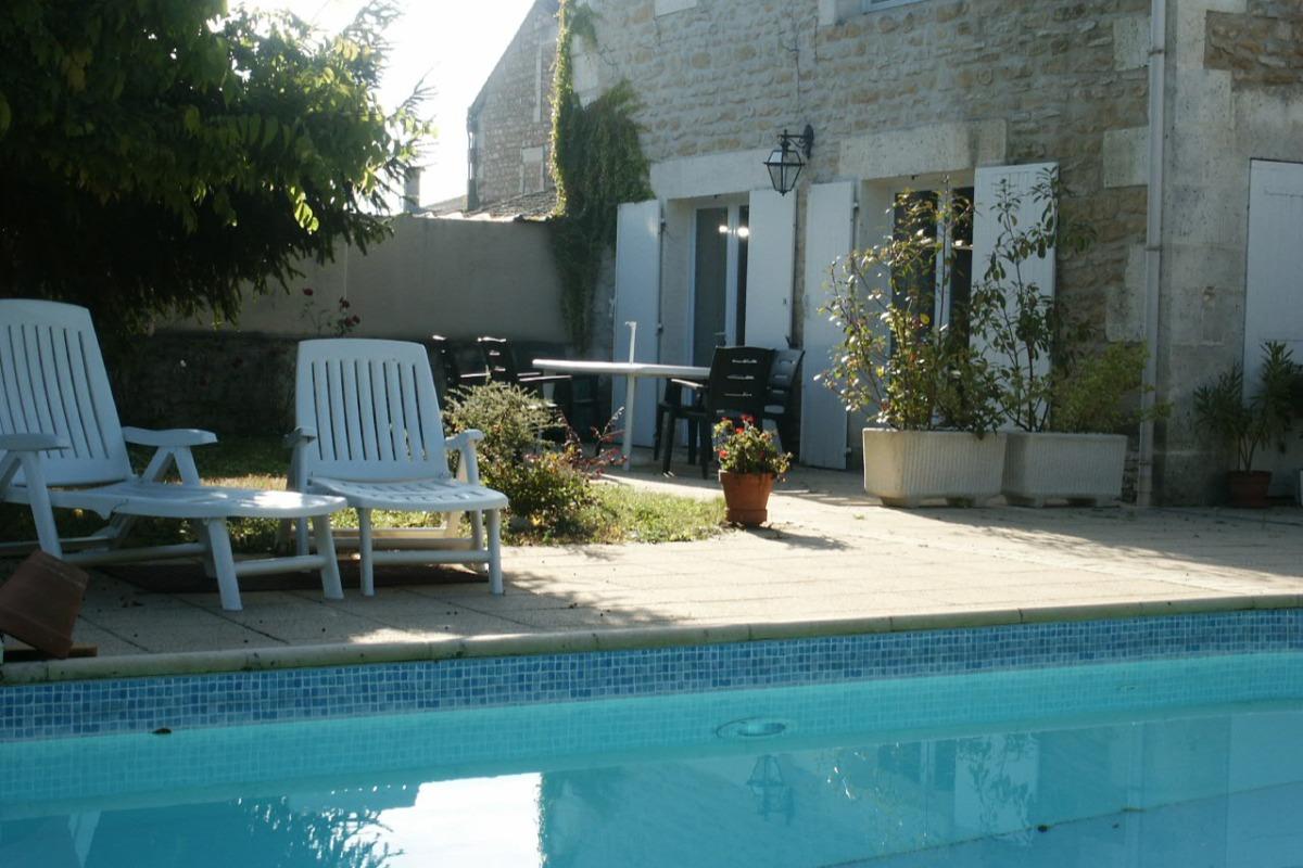 La piscine et la terrasse - Location de vacances - Angoulême
