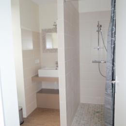 Salle d'eau de la chambre la Glycine - Maison Ravaud - Aussac-Vadalle - Chambre d'hôtes - Aussac-Vadalle