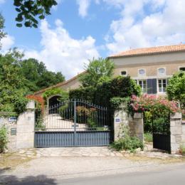 Maison Ravaud - extérieur - Chambre d'hôtes - Aussac-Vadalle