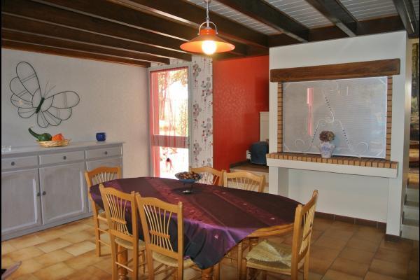 Salle à manger - Roullet St-Estèphe - Location de vacances - Roullet-Saint-Estèphe