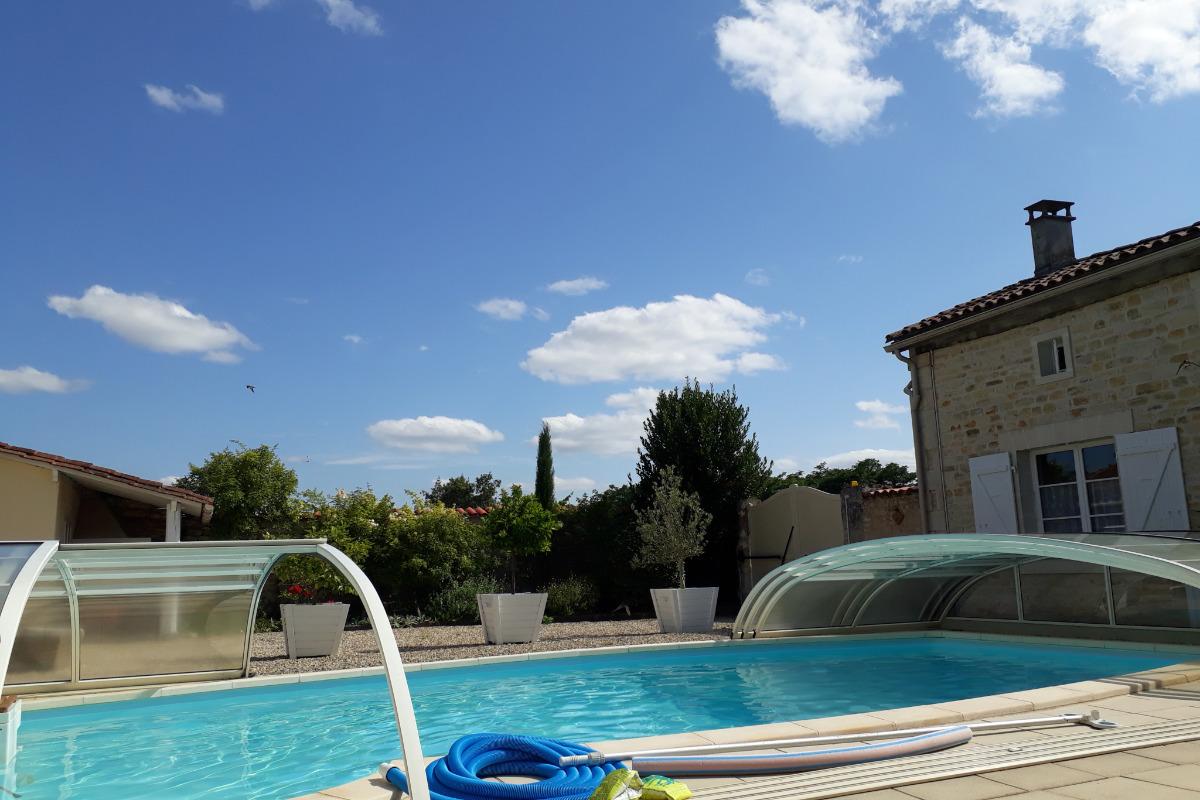Vue sur les vignes - Location de vacances - Saint-Amant-de-Nouère