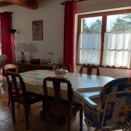 la cuisine  - Location de vacances - Saint-Amant-de-Nouère