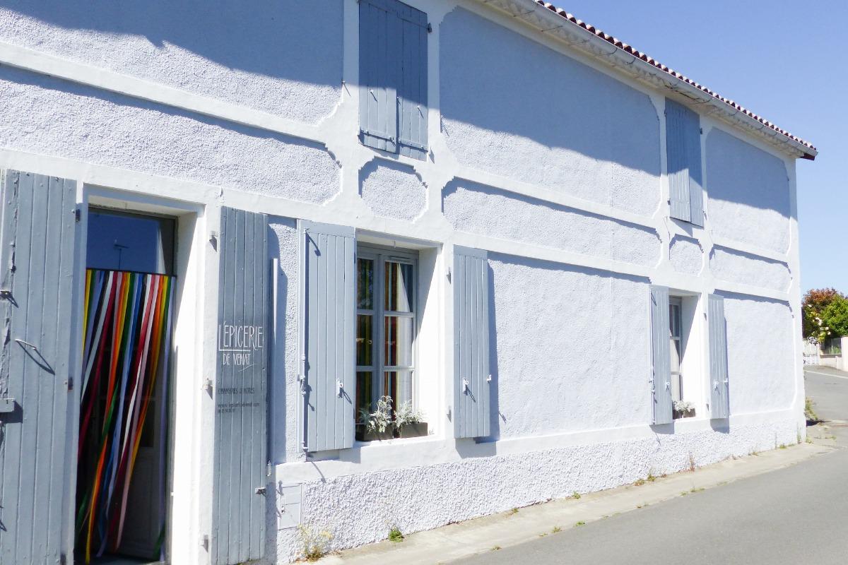 La façade de L'épicerie de Vénat - Chambre d'hôtes - Saint-Yrieix-sur-Charente