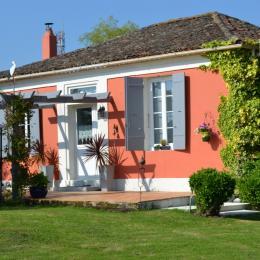la façade et la terrasse plein sud - Location de vacances - Rochefort