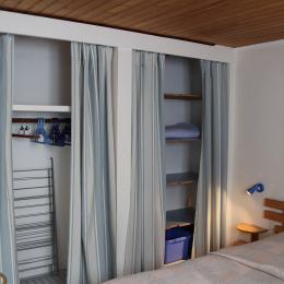La chambre lit 2 places avec penderie - Location de vacances - Fouras