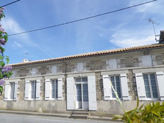 La maison, façade - Location de vacances - Lorignac