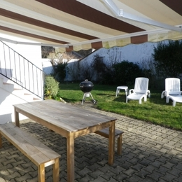 La terrasse et son jardin privatif - Location de vacances - Lorignac