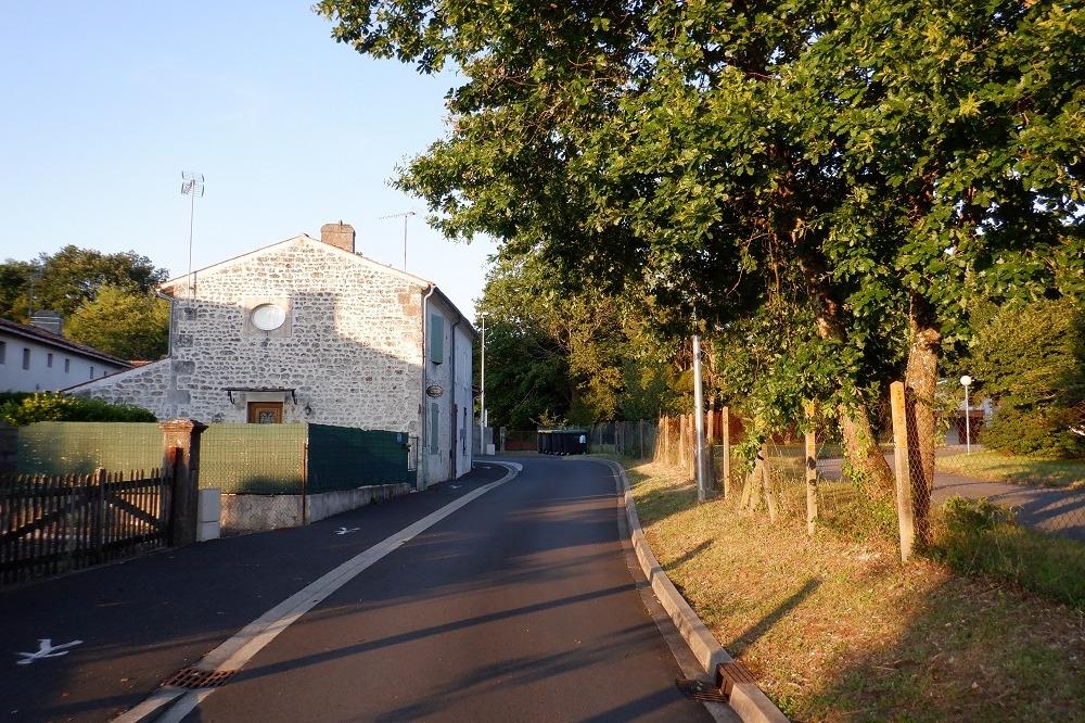 Ruelle devant le gite (sens unique) - Location de vacances - Saint-Martial-de-Vitaterne