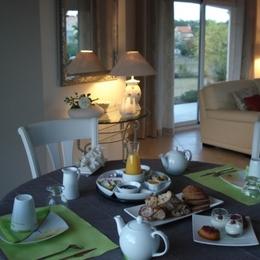 Petits- déjeuners en intérieur - Chambre d'hôtes - Meschers-sur-Gironde