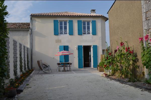 Facade entrée - Location de vacances - Chenac-Saint-Seurin-d'Uzet