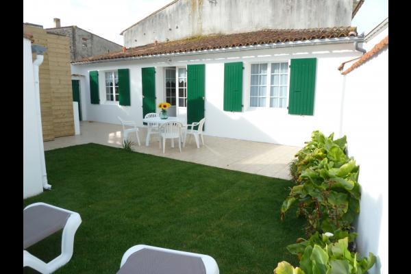 la maison ouvre sur la terrasse et le jardin - Location de vacances - Sainte-Marie de ré