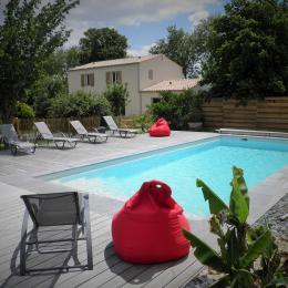 Piscine chauffée, zen, avec plage immergée pour bébé.... - Location de vacances - La Jarrie