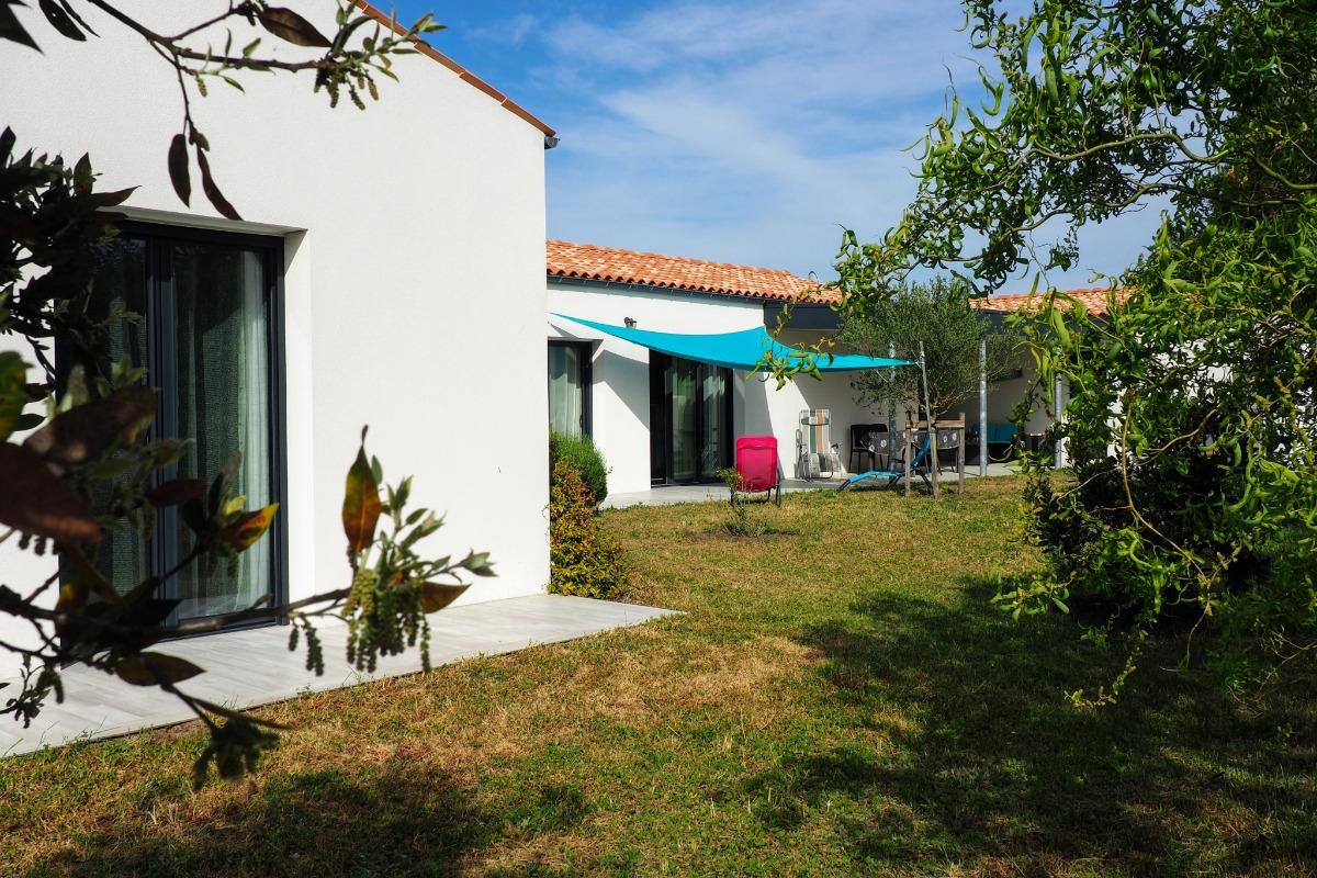 détente côté terrasse-jardin ,plein sud - Location de vacances - Le Grand-Village-Plage