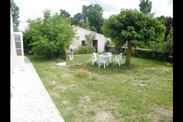 Le jardin privé - Location de vacances - Montpellier-de-Médillan