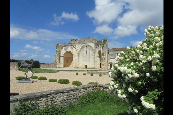 Vue du parc de l'abbaye - Location de vacances - Trizay