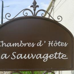 Chambre au bord de la piscine - Chambre d'hôte - Mortagne-sur-Gironde