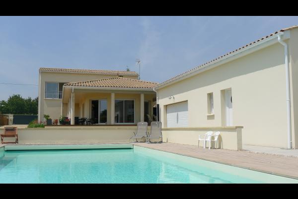 Chambre installée en lit double - Chambre d'hôtes - Mortagne-sur-Gironde
