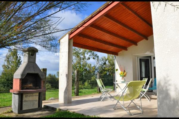 Terrasse avec vue sur un site protégé et classé - Location de vacances - La Gripperie-Saint-Symphorien