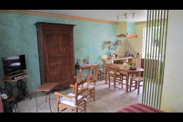 Studio Tournesol au Clos de la Garenne : vue depuis la chambre - Location de vacances - Puyravault