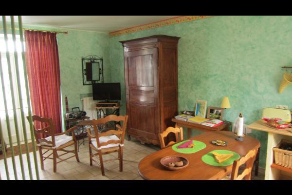 Studio Tournesol au Clos de la Garenne : coin séjour - Location de vacances - Puyravault