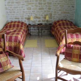 Studio Tournesol au Clos de la Garenne : version lits séparés de 80x200cm - Location de vacances - Puyravault
