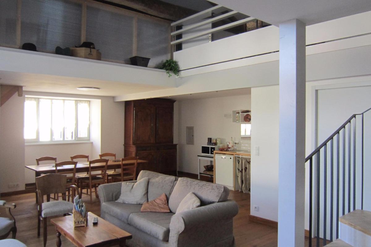 Grande pièce à vivre lumineuse et confortable - Location de vacances - Puyravault