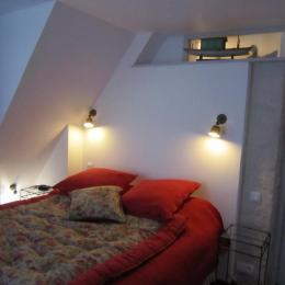 Chambre double accessible au rez-de-chaussée - Location de vacances - Puyravault