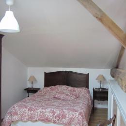 Chambre double à l'étage - Location de vacances - Puyravault