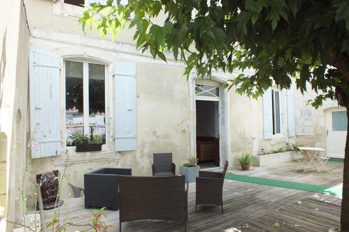 maison d 39 h tes l 39 adalie chambre simone entre saintes et cognac chambre d 39 h tes p rignac. Black Bedroom Furniture Sets. Home Design Ideas