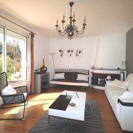 Salon moderne - Location de vacances - Barzan
