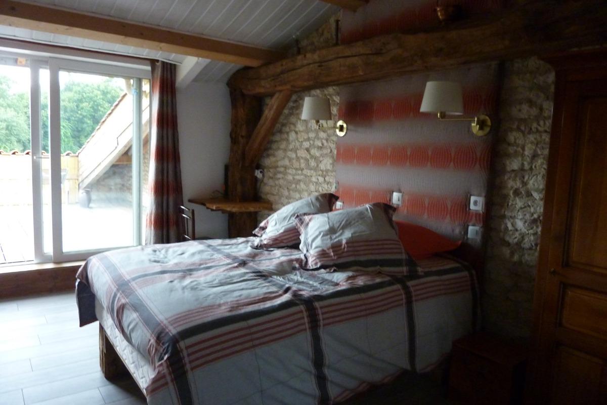 chambre pineau - Chambre d'hôtes - Saint-Romain-de-Benet