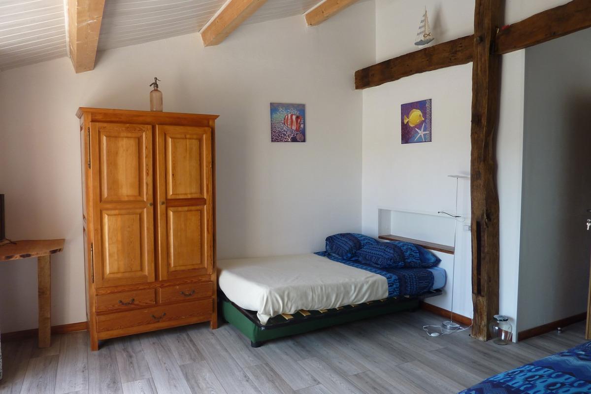 entre saintes et royan chambre bord de mer 2 4 personnes chambres d 39 h te saint romain. Black Bedroom Furniture Sets. Home Design Ideas