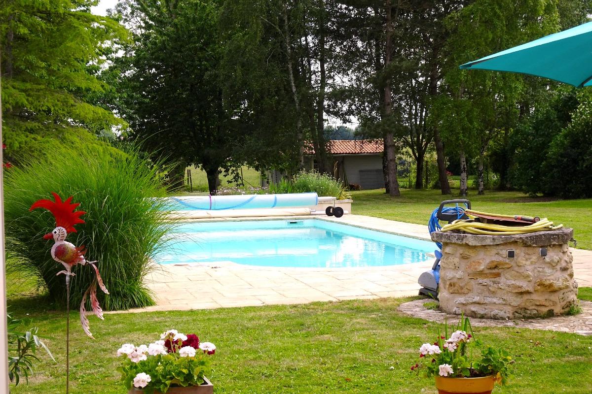 La piscine en mode sécurisé enfants - Location de vacances - La Vallée