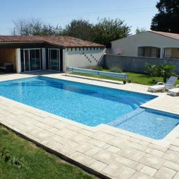 la piscine - Location de vacances - Meursac