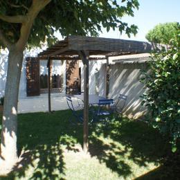 terrasse , jardin, barbecue - Location de vacances - Meursac