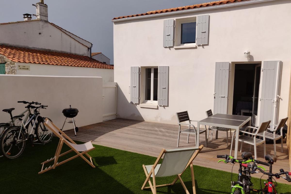 La maison et sa terrasse/cour privative - Location de vacances - Grand Village Plage